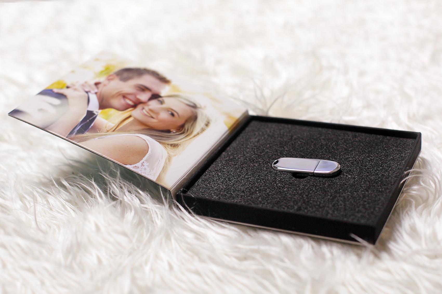Pendrive w personalizowanym pudełku